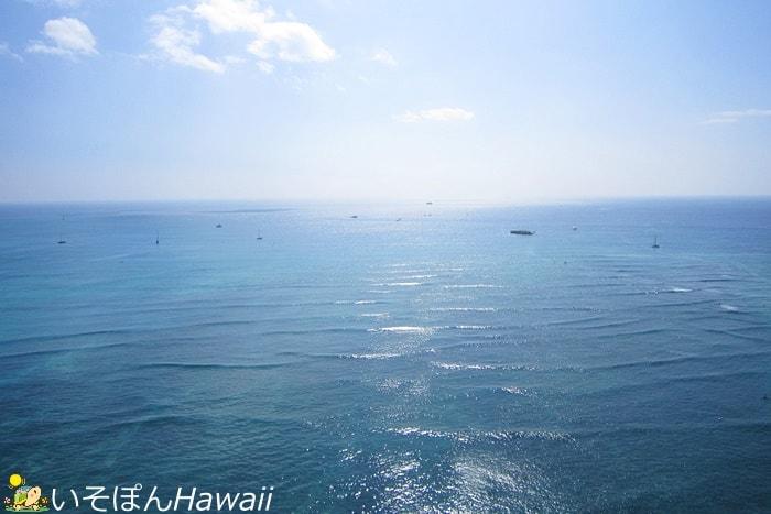 シェラトンワイキキのスイートルームからの景色「海」