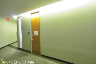 リフレ・ハワイ入り口前