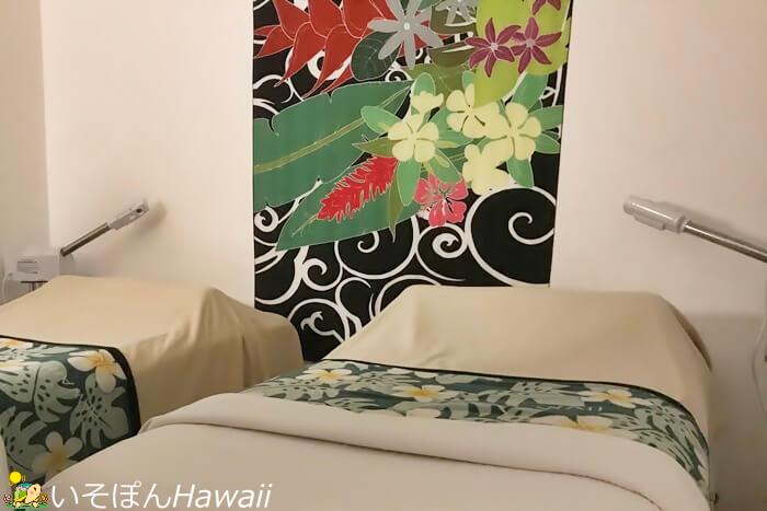 壁にかかったハワイアンキルト