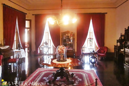 イオラニ宮殿「クイーンズベッドルーム」