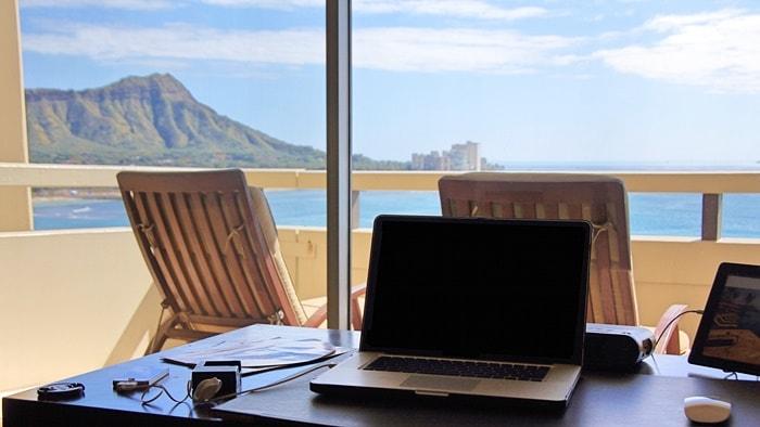 ホテルから見える海とダイヤモンドヘッド