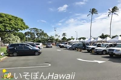 左側の駐車場