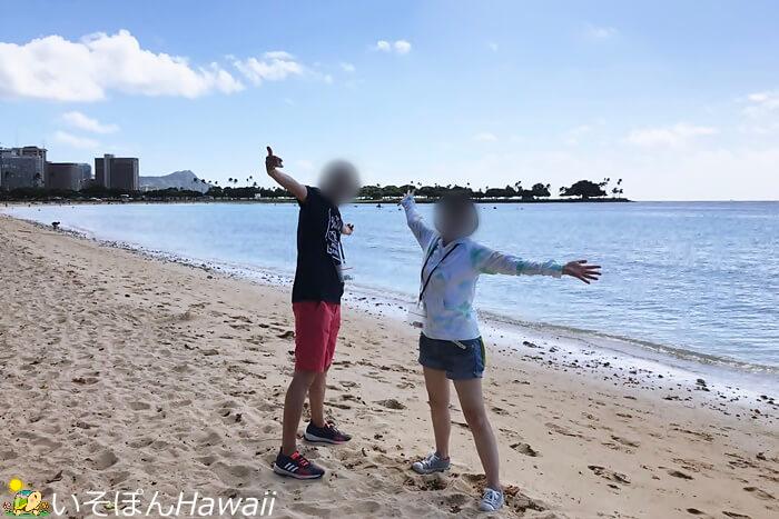 ビーチで記念写真